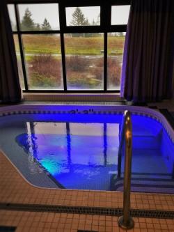 Dressing Room with Hot Tub at Waterleaf Spa at Skamania Lodge 3