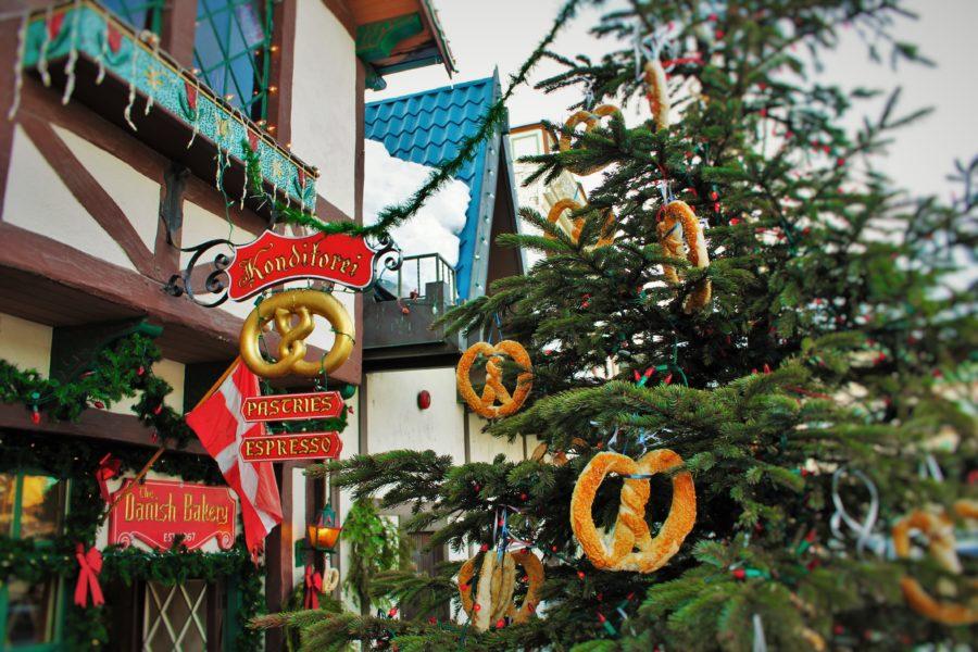 Pretzel-Christmas-Tree-in-Leavenworth-WA-2-e1573539348321.jpg