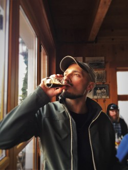 Rob Taylor doing Beer Tasting at Icicle Brewing Leavenworth WA 2traveldads.com