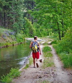 Rob Taylor hiking along Mountain Home Canal Leavenworth WA 2traveldads.com