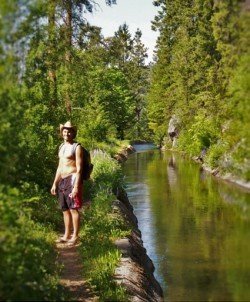 Rob Taylor hiking in Leavenworth along Canal