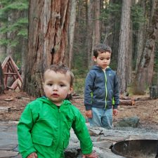 Rob-Taylor-and-Kids-by-fire-pit-at-Evergreen-Lodge-at-Yosemite-2traveldads.com_-225x225.jpg