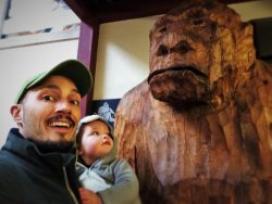 Rob Taylor and TinyMan with Sasquatch in Pike Place Market 1