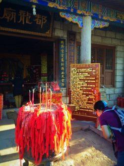 burning-incense-at-buddhist-temple-at-huashan-3