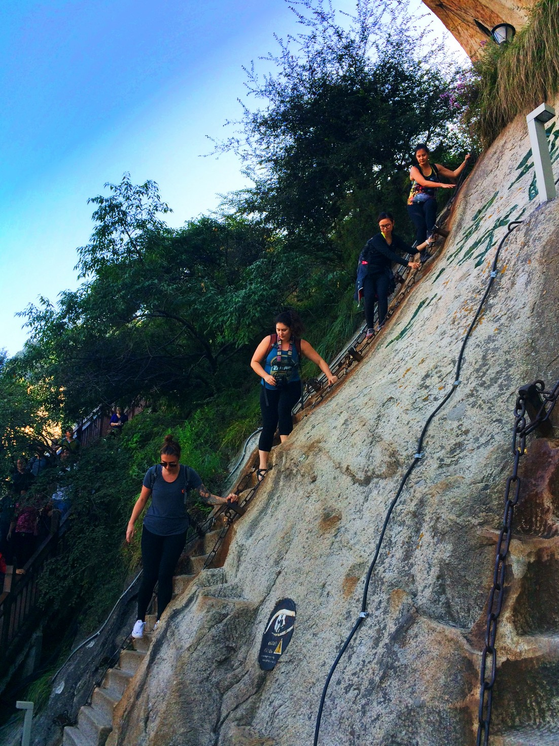 friends-doing-death-plank-hike-at-huashan-national-park-1
