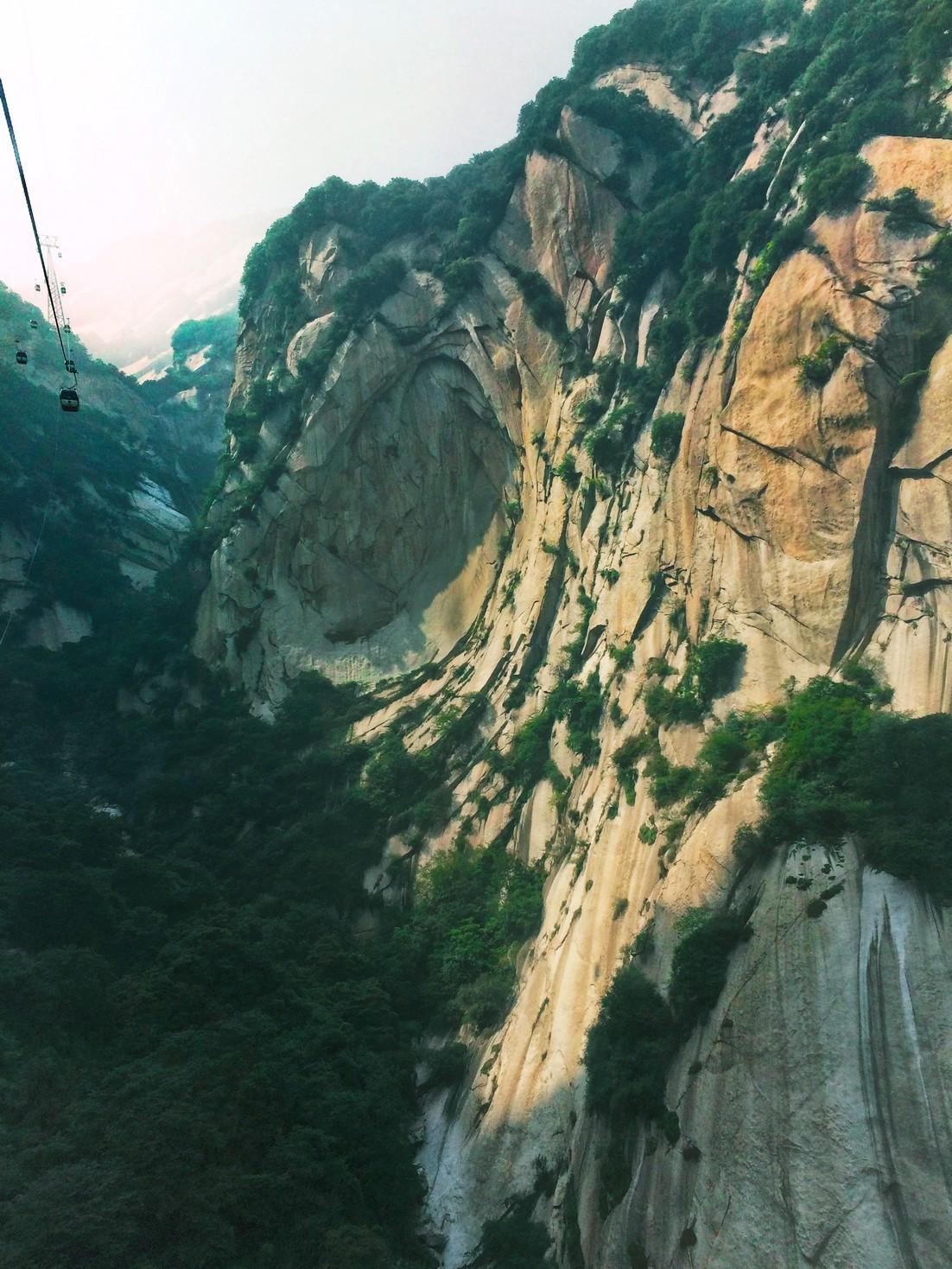 gondolas-in-granite-valley-at-huashan-national-park-1