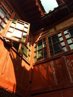 old-windows-at-buddhist-temple-at-huashan-1