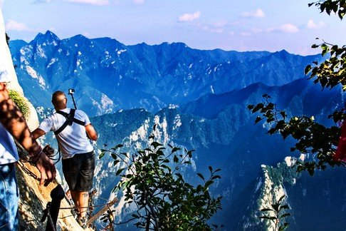 the Death planks of Huashan: more awesome than scary