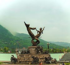 sculpture-and-misty-mountains-xian-1