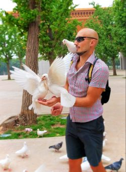 Rob Taylor and doves at Famen Templ Baoji China 7
