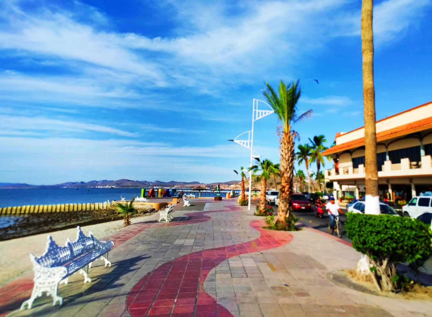 La-Paz-sign-on-Malecon-by-Hotel-Perla-1.jpg