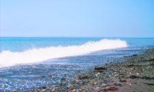 Waves crashing at Dungeness Spit