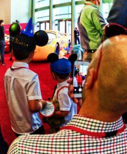 Rob Taylor using Google Pixel for taking photos at Cars 3 Premiere Disneyland 2017 1