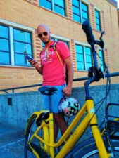 Taylor Family with Ofo Bicycles in Fremont Seattle 6