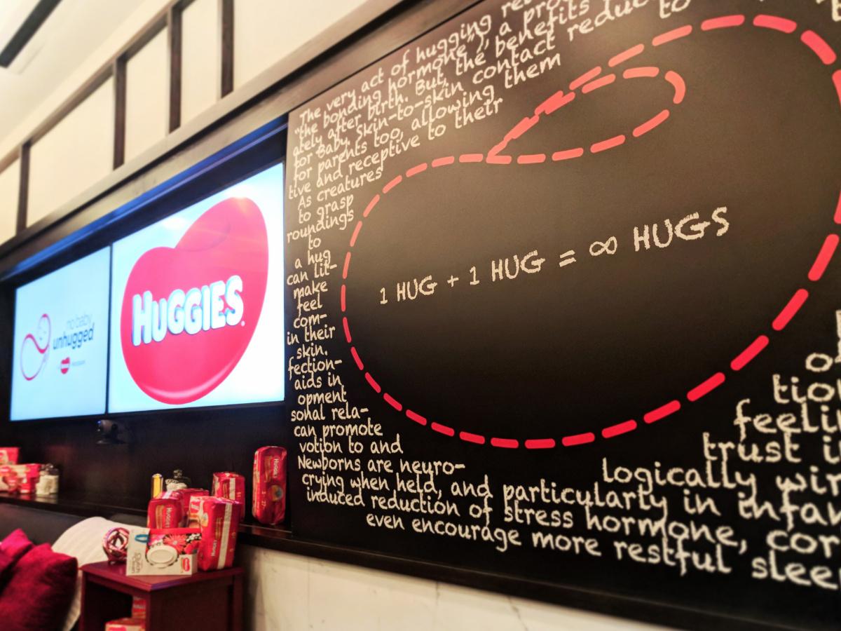 Huggies Science Of Hugs And Hugging Impact 1 2 Travel Dads Huging Sponge