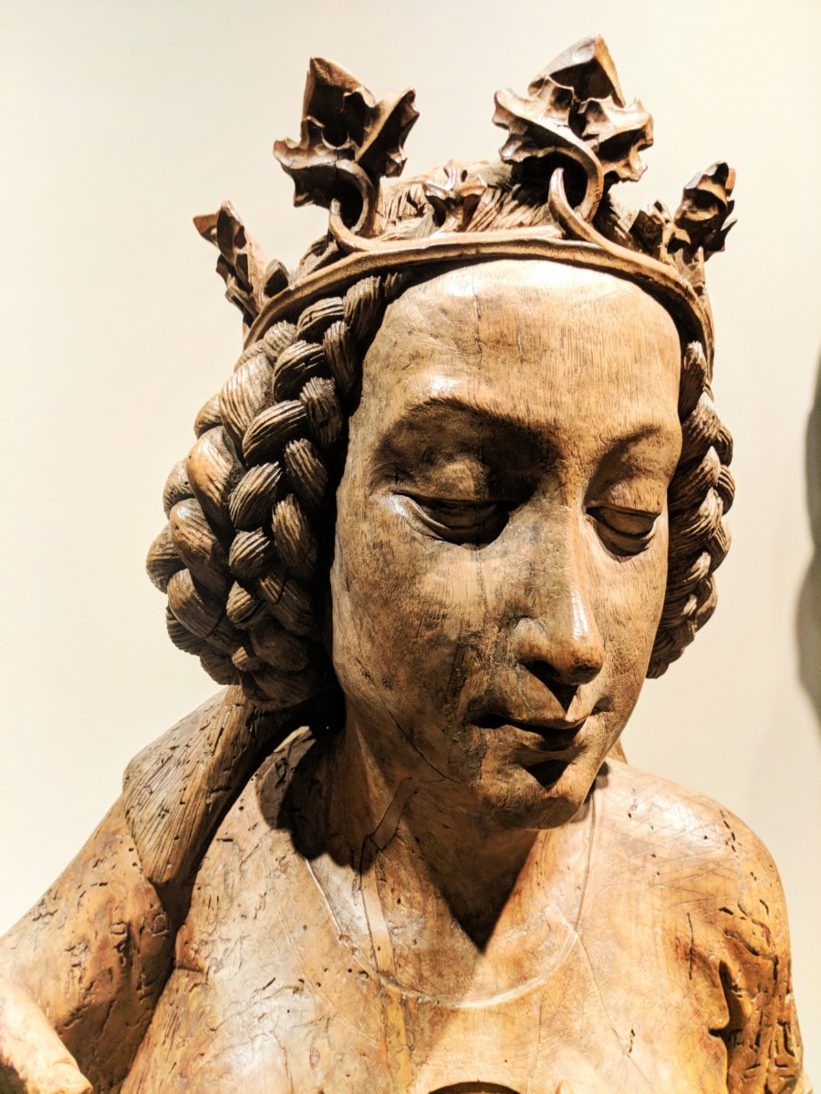 Medieval-Carved-Virgin-Mary-at-Art-Institute-of-Chicago-2.jpg