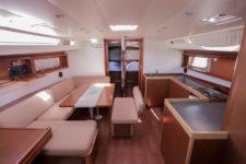 Oceanis 48 interior 1