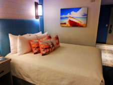 Queen room at Universal Orlando Resort Sapphire Falls Hotel 2