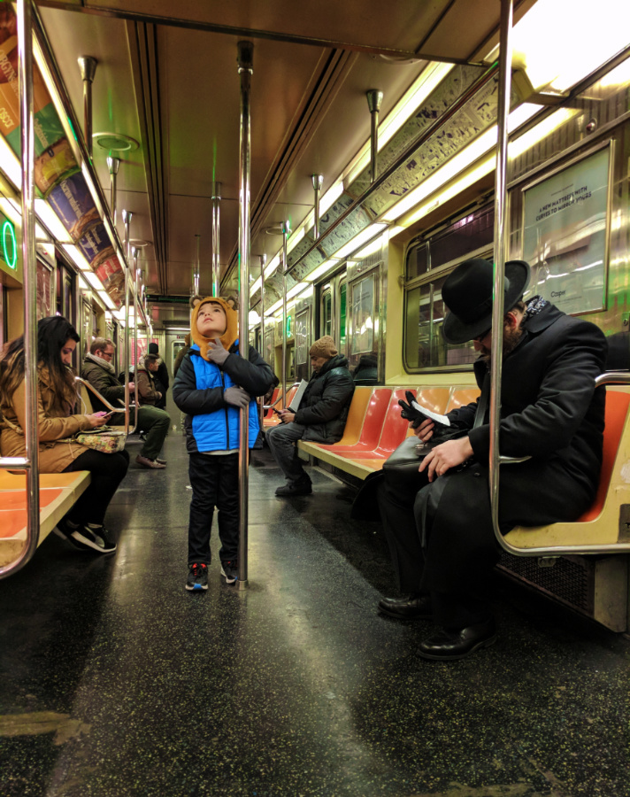 Taylor-Family-on-Subway-New-York-City-NYC-with-kids-15.jpg