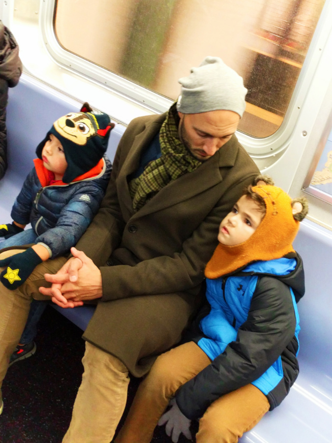 Taylor-Family-on-Subway-New-York-City-NYC-with-kids-5.jpg
