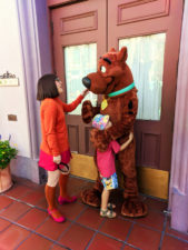 Taylor Family meeting Scooby Doo in Universal Studios Florida 3