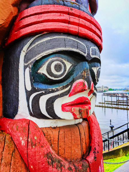 Bear Totem on Inner Harbour Victoria BC 1