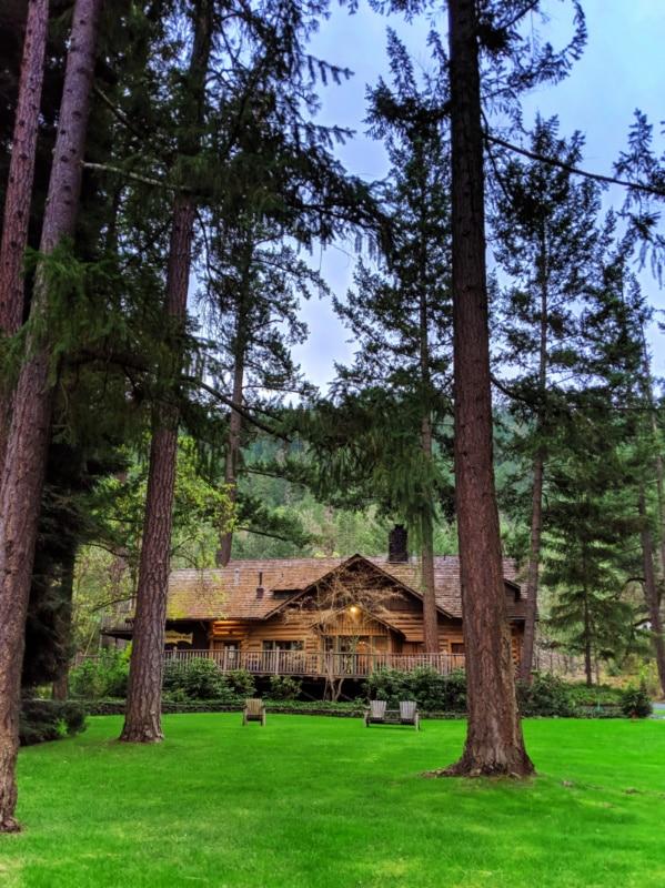 Exterior of Weasku Inn Grants Pass Oregon 1