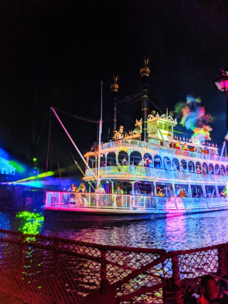 Fantasmic Show Disneyland 2020 9