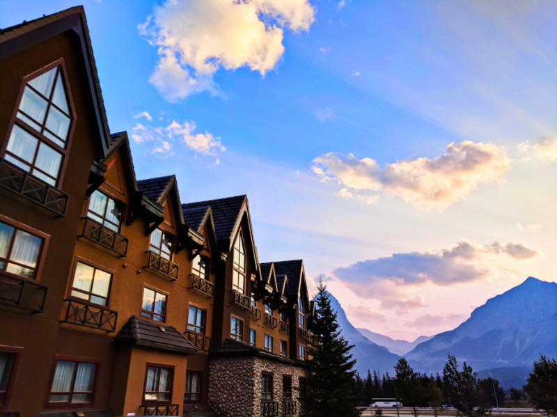 Holiday Inn Canmore at Sunset Banff Alberta 3