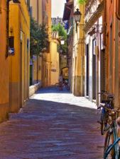 Narrow-alleyway-in-Pisa-Italy-1-169x225.jpg