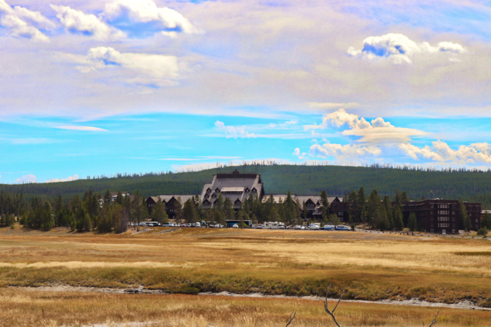Old Faithful Inn in Yellowstone National Park 2