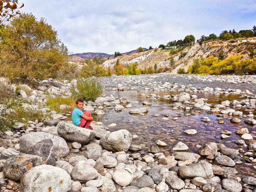 Taylor Family Hiking at Chelan River Gorge at Lake Chelan Washington 5