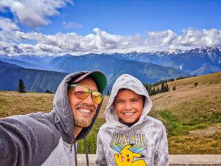 Taylor-Family-Hiking-at-Hurricane-Ridge-Olympic-National-Park-Washington-2-320x240.jpg