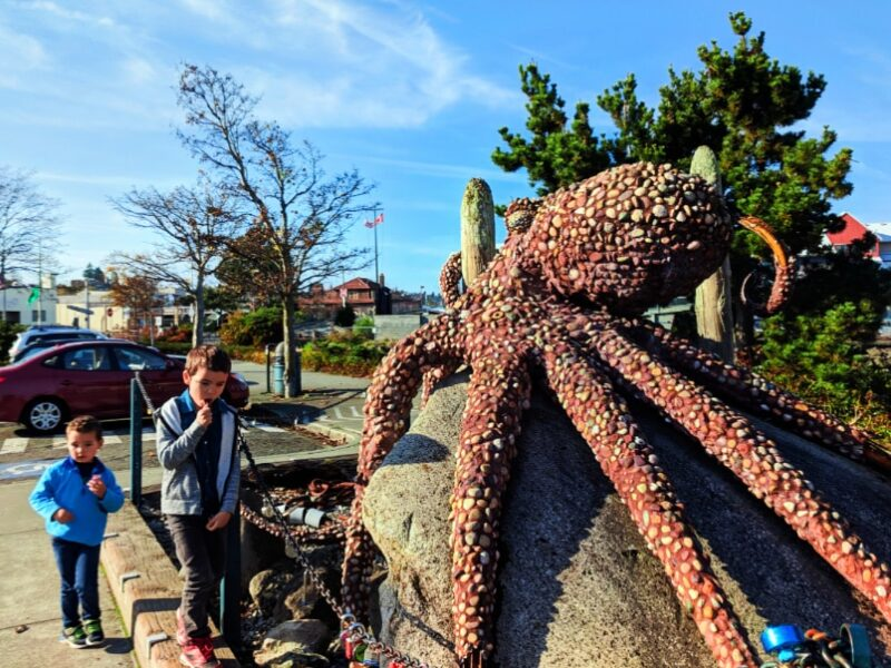 Taylor Family at Port Angeles Waterfront Roctopus sculpture 1