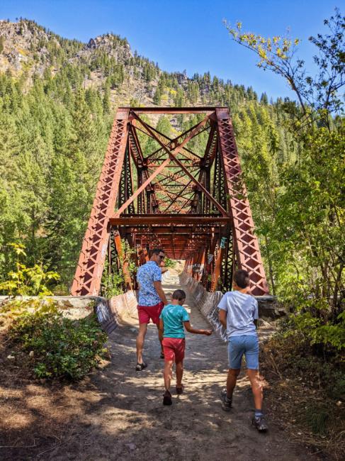 Taylor Family at Wenatchee River Pipeline Trail Leavenworth Washington 7