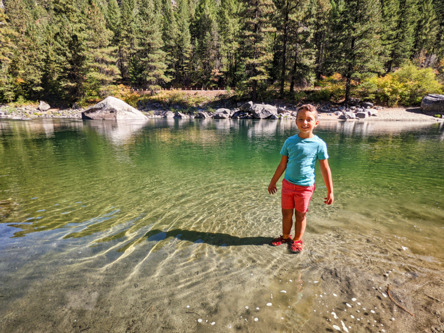 Taylor Family at Wenatchee River at Pipeline Trail Leavenworth Washington 6