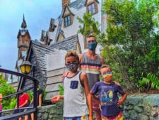 Taylor Family in Hogsmeade Wizarding World of Harry Potter Universal Orlando 2020 1