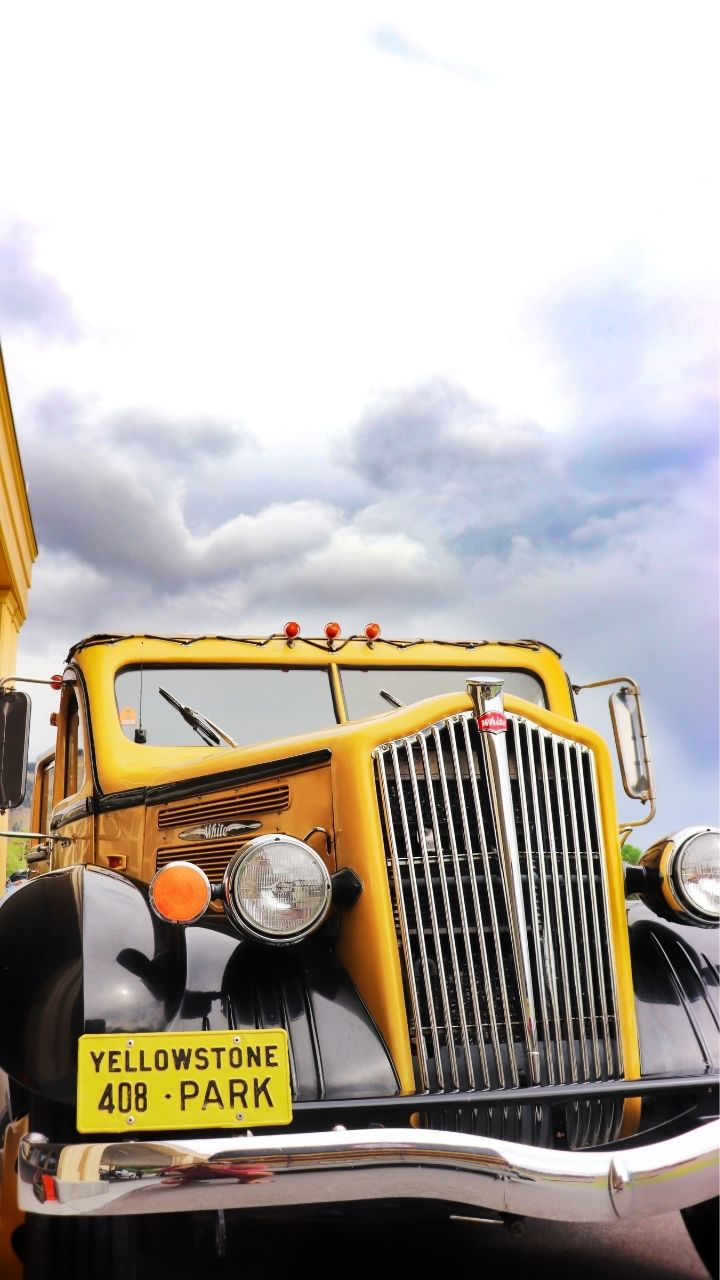Yellow Vintage Tour Bus, 2 Days in Yellowstone Itinerary
