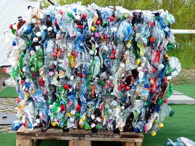 plastic-bottles-115069_640.jpg